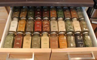 Как правильно хранить специи и приправы на кухне. 8 мест на кухне где можно хранить специи