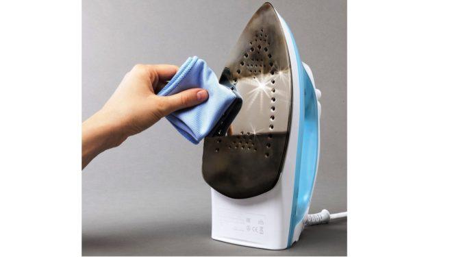 Как очистить поверхность утюга в домашних условиях