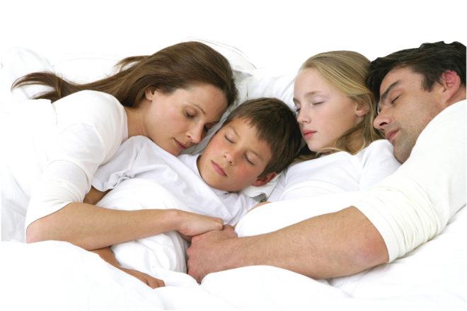 почему дети должны спать отдельно от родителей