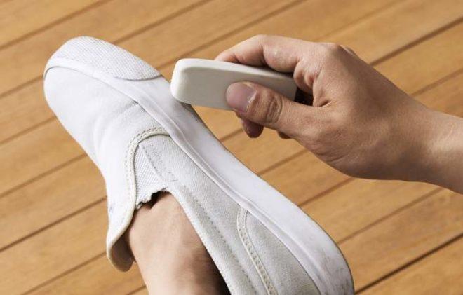 как отбелить белую подошву на кроссовках