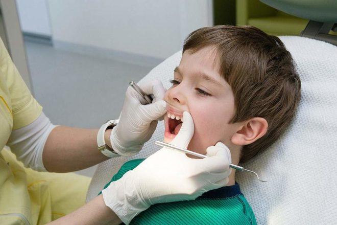 могут ли болеть молочные зубы